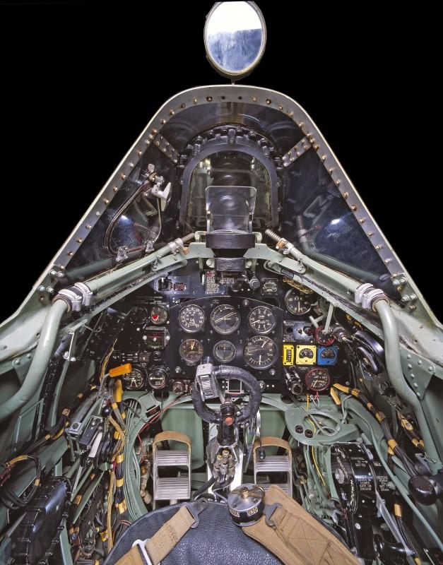 06-cockpit-avion-Supermarine-Spitfire-Mk-VII-627x800