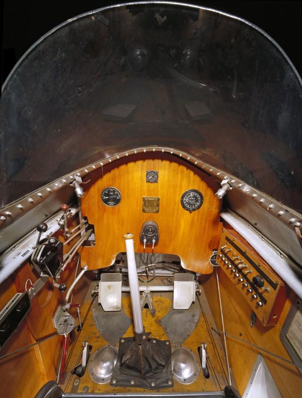 03-cockpit-avion-Douglas-M-2-606x800