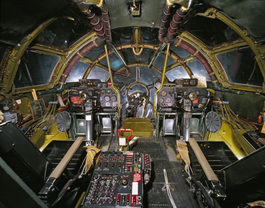 09-cockpit-avion-EnolaGay-870x685