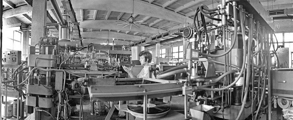 В одном из цехов Апрелевского завода, входящего во Всесоюзную фирму