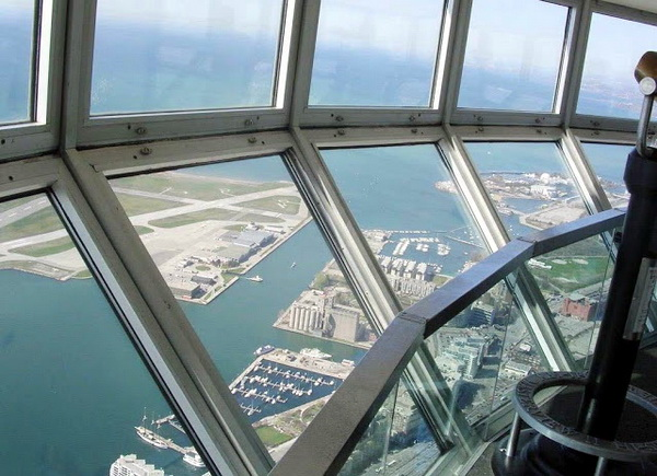 Unusual Houses of The World CN Tower Glass Floor2