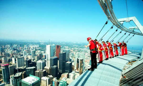 Unusual Houses of The World CN Tower Suspended Walk