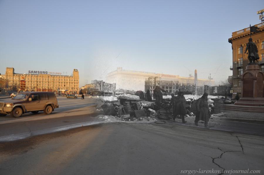 43.Сталинград 1943-Волгоград 2013.  Воины Красной армии у  баррикады на площади Павших бойцов