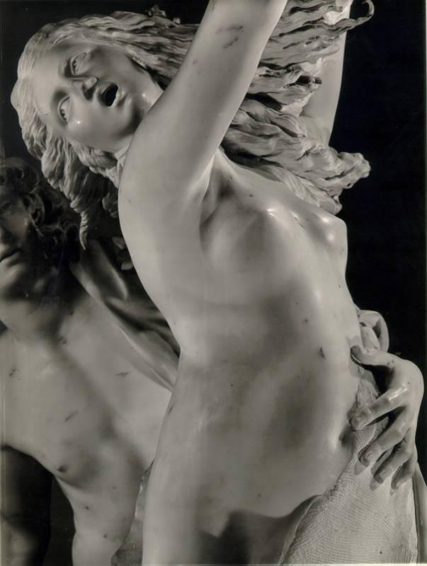 Скульптура_Джан-Лоренцо-Бернини_Аполлон-и-Дафна-1622–25_02.jpg