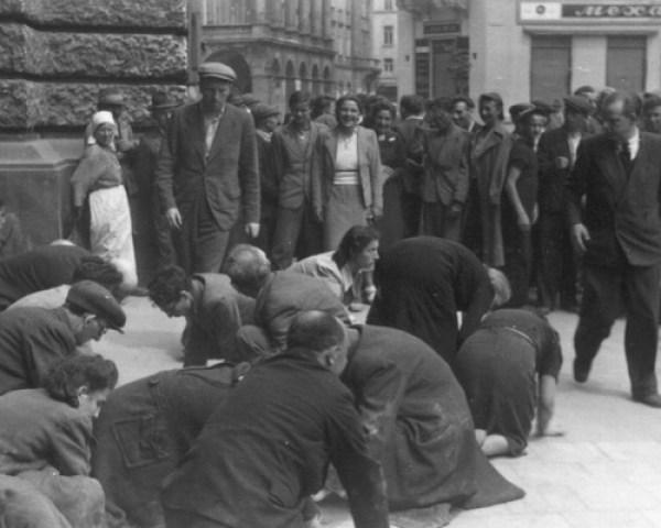 Львов Погром евреи моют улицу 1.7.41