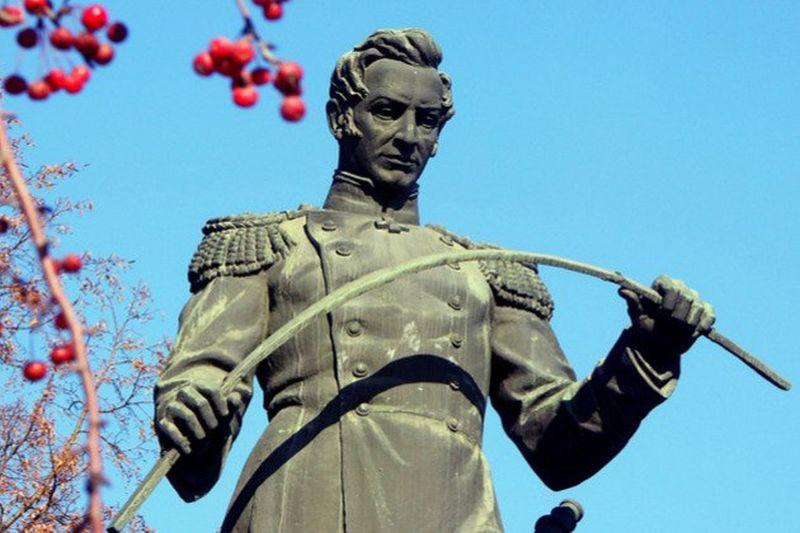 تمثال للمهندس أنوسف بتروڤيتش في تشيليابينسك