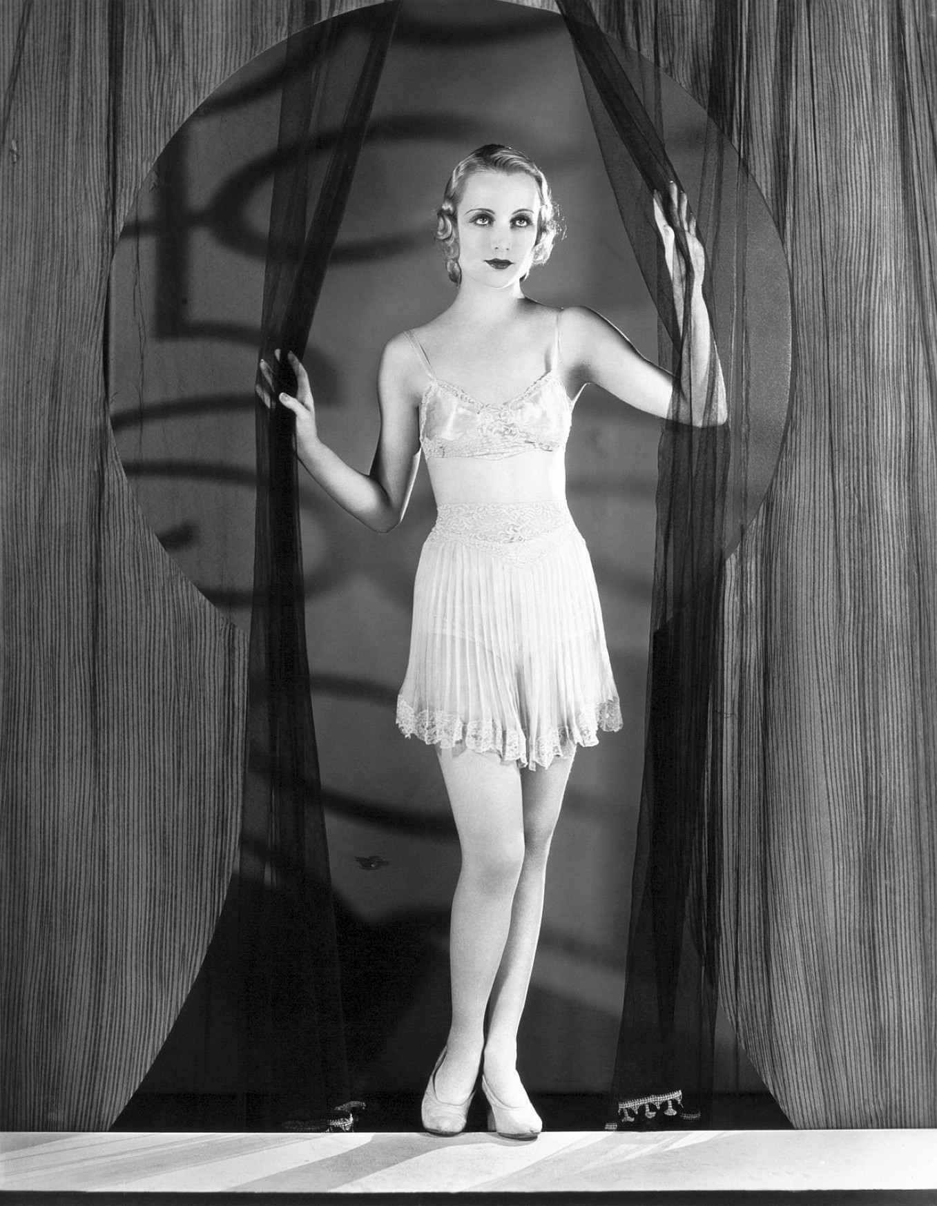 carole lombard safety in numbers 103a