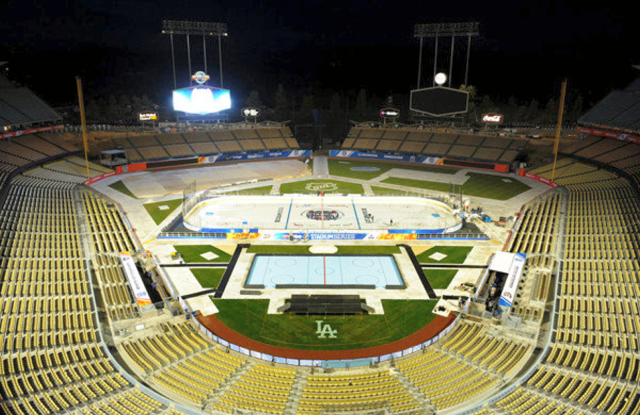 los angeles dodger stadium rink for 2014 kings ducks game 01a