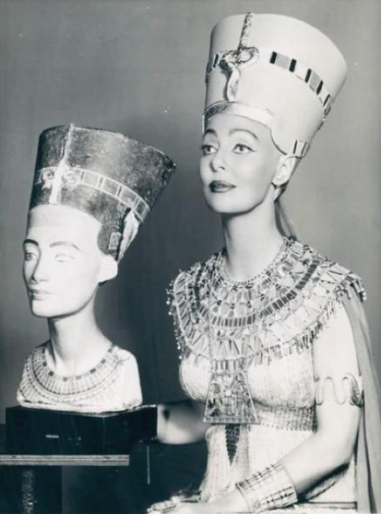 loretta young 1957a nefertiti