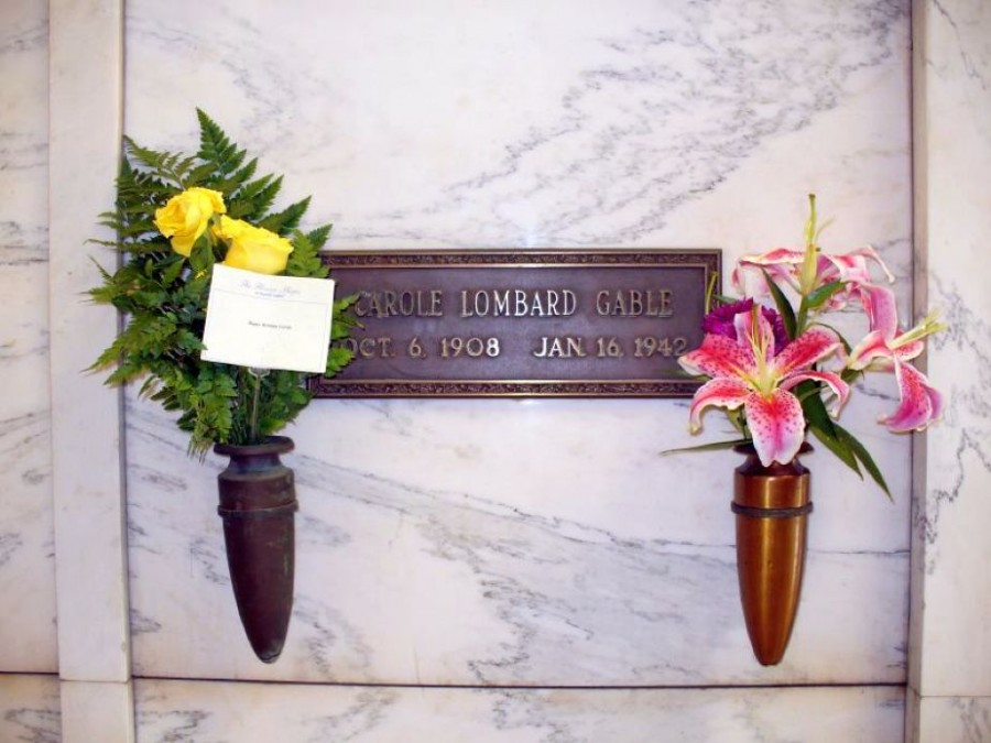 carole lombard forest lawn flowers oct 2006a