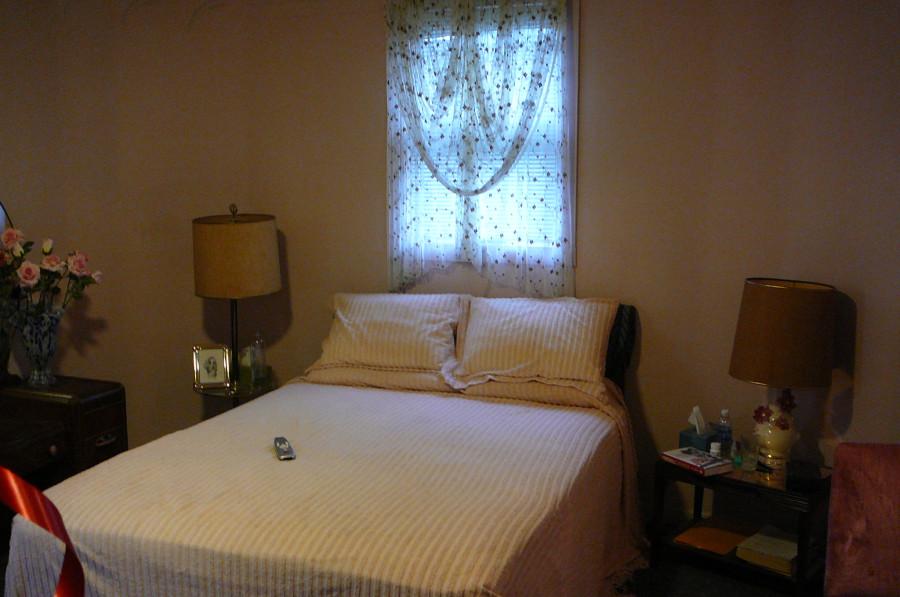 carole lombard house master bedroom 00