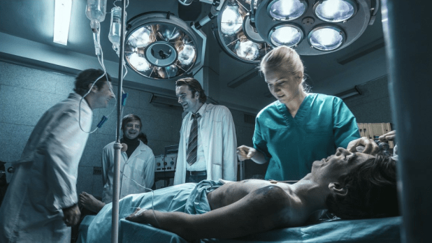 The early career of cardiac surgeon Zbigniew Religa. Despite harsh reality of the 1980s Poland, he successfully leads a team of doctors to the country's first human heart transplantation.