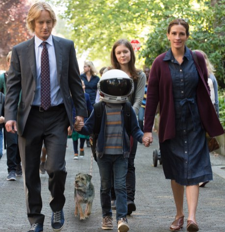 Owen Wilson, Jacob Tremblay, Julia Roberts, and Izabela Vidivic star in WONDER