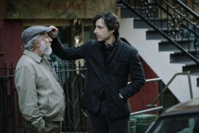 Dustin Hoffman and director Noah Baumbach on the set of THE MEYEROWITZ STORIES (NEW AND SELECTED).