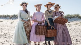 Emma Watson (Meg), Florence Pugh (Amy), Saoirse Ronan (Jo), and Eliza Scanlen (Beth) star in LITTLE WOMEN (2019)