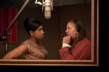 Jennifer Hudson and diretor Liesel Tommy on the set of the Aretha Franklin biopic RESPECT (2021)
