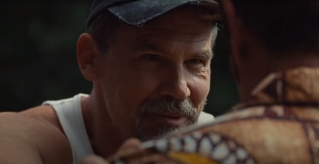 Josh Brolin co-stars in the real-life story of counterfeiter John Vogel (Sean Penn) in FLAG DAY (2021)