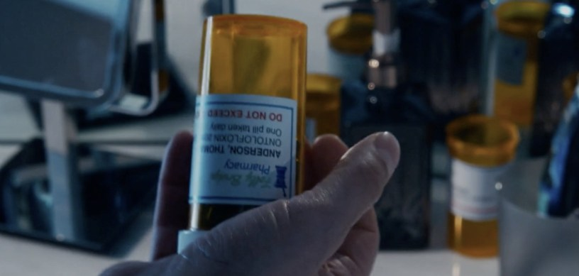 Thomas Anderson (Keanu Reeves) holds a prescription pill bottle in THE MATRIX RESURRECTIONS (2021)