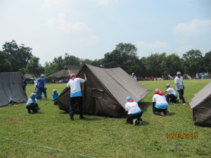 12 Team AstraWorld 2 mendirikan tenda di Kav 11