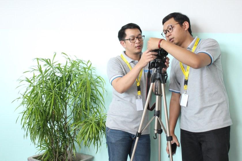 Aldy & Irfan Merekam Narasumber