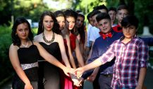 young-people-1445300_1280 (1)