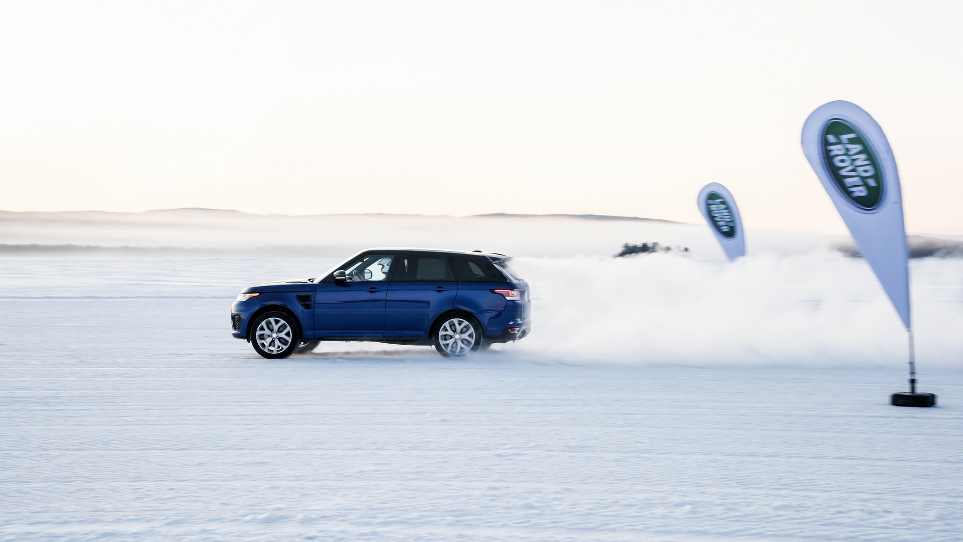 Range Rover Sport SVR goes 0 62 mph in 5 5 sec on grass and sand