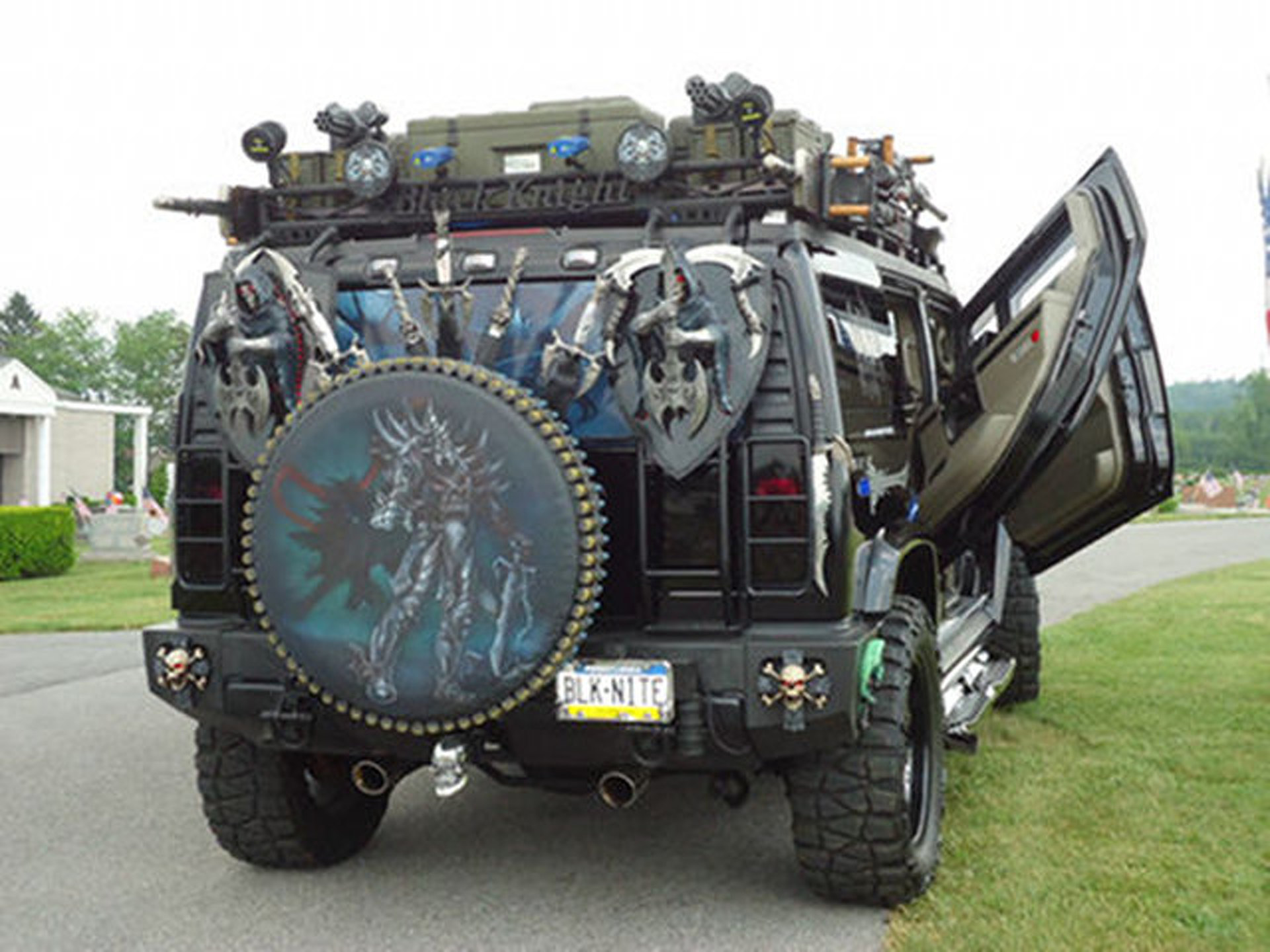 WTF of the week Hummer H2 Black Knight