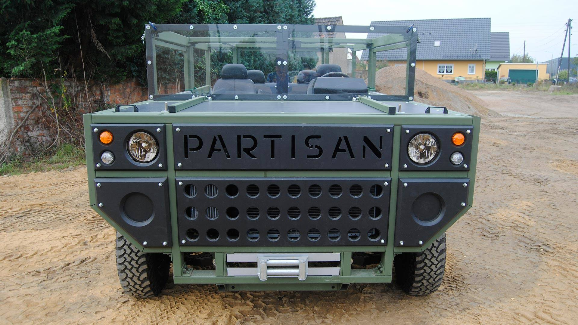 Partisan e Military SUV Puts Simplicity Looking Good