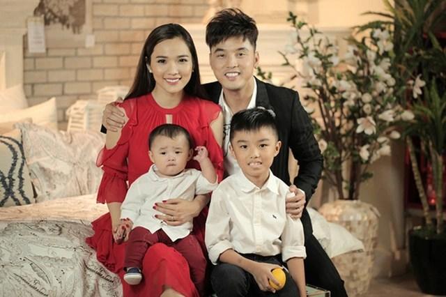 Điểm danh những ông bố dượng của showbiz Việt - 9