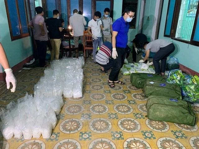 Truy nã đối tượng vứt lại gần 250 kg ma túy đá rồi bỏ trốn - 2