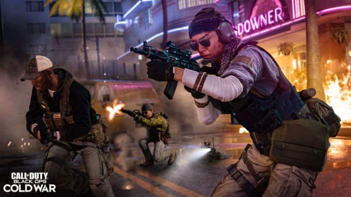 Soldiers shooting on the map of Miami in Call of Duty: Black Ops Cold War.