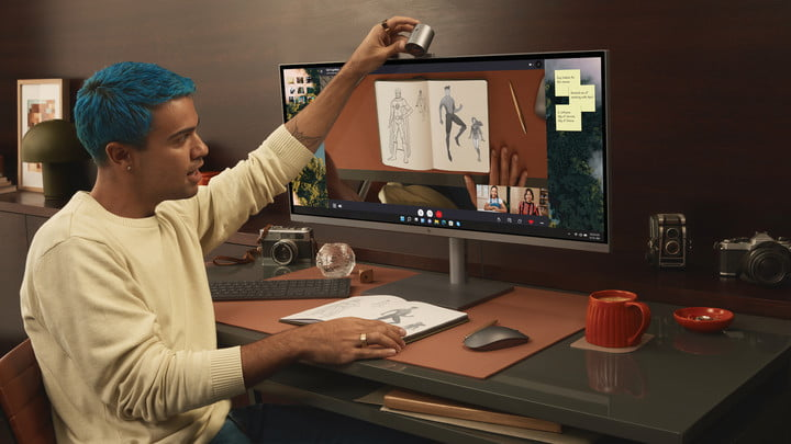 Use the webcam of the HP Envy 34 AiO to scan documents.