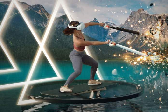 Supernatural Fitness VR  A player moves the controllers in.