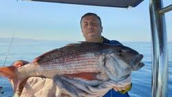 Çanakkale'deki amatör balıkçı, 10 kiloluk balık yakaladı