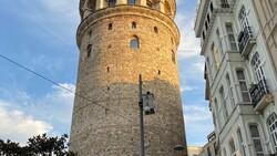 Galata Kulesi önündeki tepki çeken KGYS direği kaldırılıyor