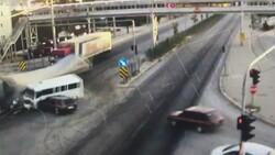 Afyonkarahisar'da tır, minibüs ve otomobile çarptı
