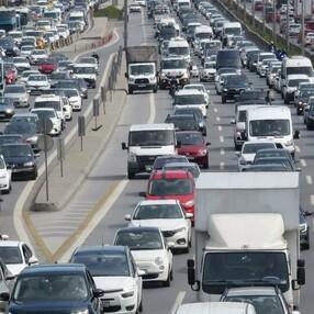 İstanbul'da 56 saatlik kısıtlama öncesi trafik yoğunluğu