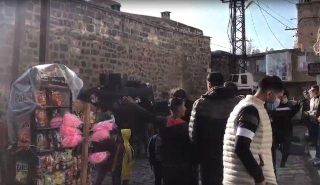 3b6b4d0c7836a71e004f0cd325c73947 - Diyarbakır'da çocuk kaçırmaya çalışan 2 kişi linç edilmek istendi