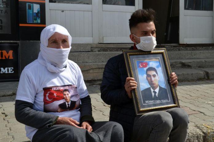 Muş taki ailelerin, HDP binası önündeki eylemleri sürüyor #2