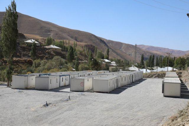 Van da selin yıktığı mahalleye konteynerler yerleştirildi #2