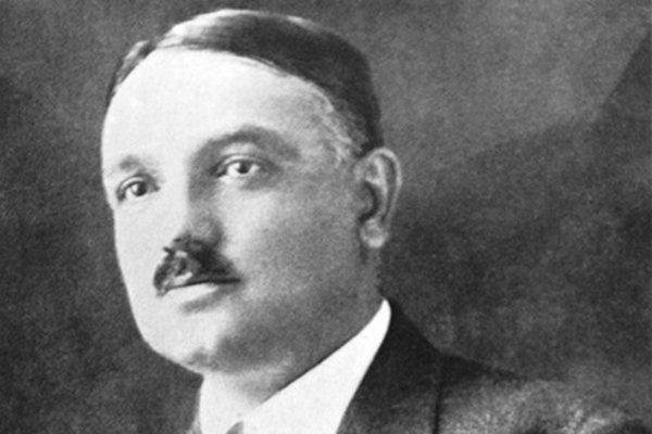 Usta şair Yahya Kemal Beyatlı anılacak