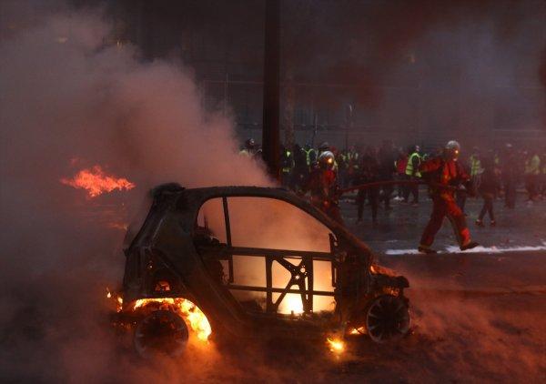 Paris'teki eylemcileri keskin nişancılar izliyor