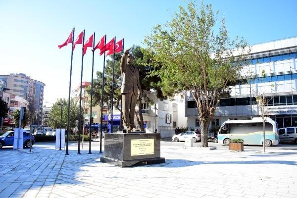 Atatürk'e benzemeyen heykel yenilendi