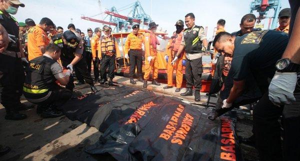 Endonezya'daki uçak kazasının görüntleri çıktı