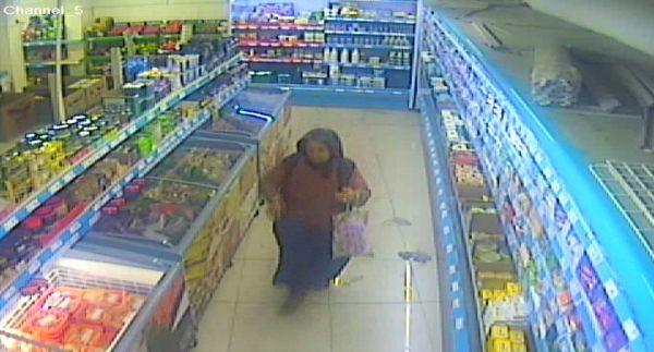 Marketten kaşar ve sucuk çalan kadın yakalandı