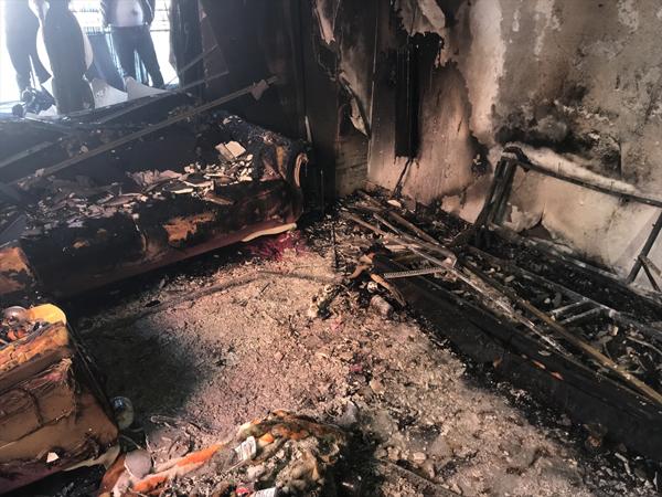 Elektronik sigara evi yaktı