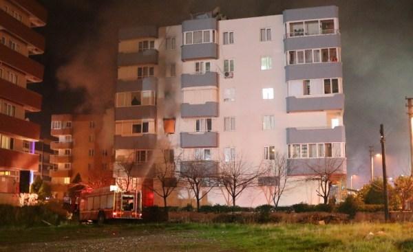Patlayan bilgisayar yangın çıkarttı: 20 kişi etkilendi