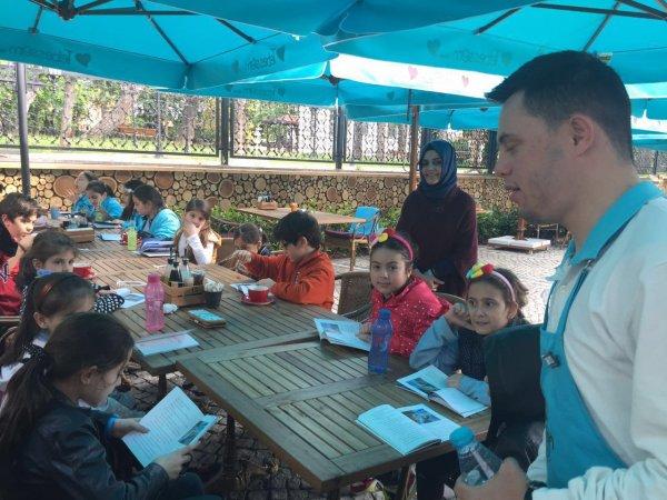 Yüzleri gülderin haber Üsküdar'dan: Tebessüm kahvesi