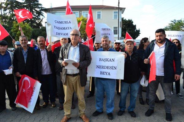 CHP'li belediyeye 'çalışmıyor' protestosu