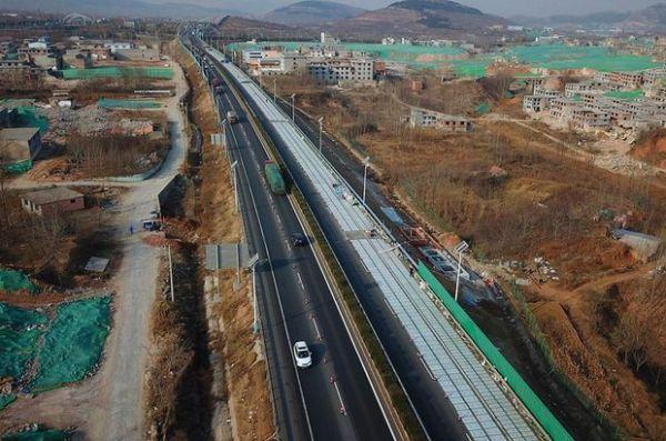 Çin'de elektrikli araçlar yollarda şarj edilebilecek